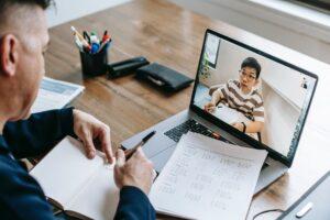Czy warto wybrać studia internetowe?